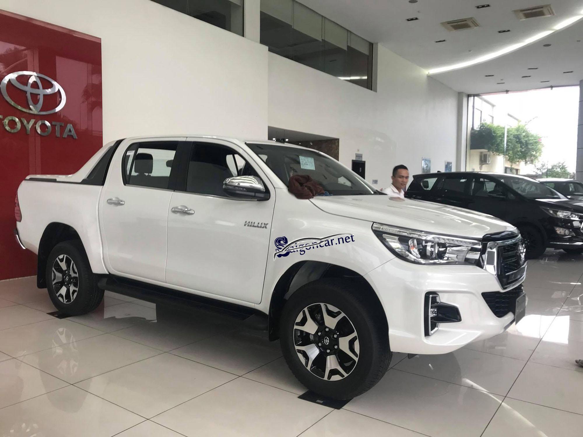 Toyota Hilux 2.8 2019 giá bao nhiêu
