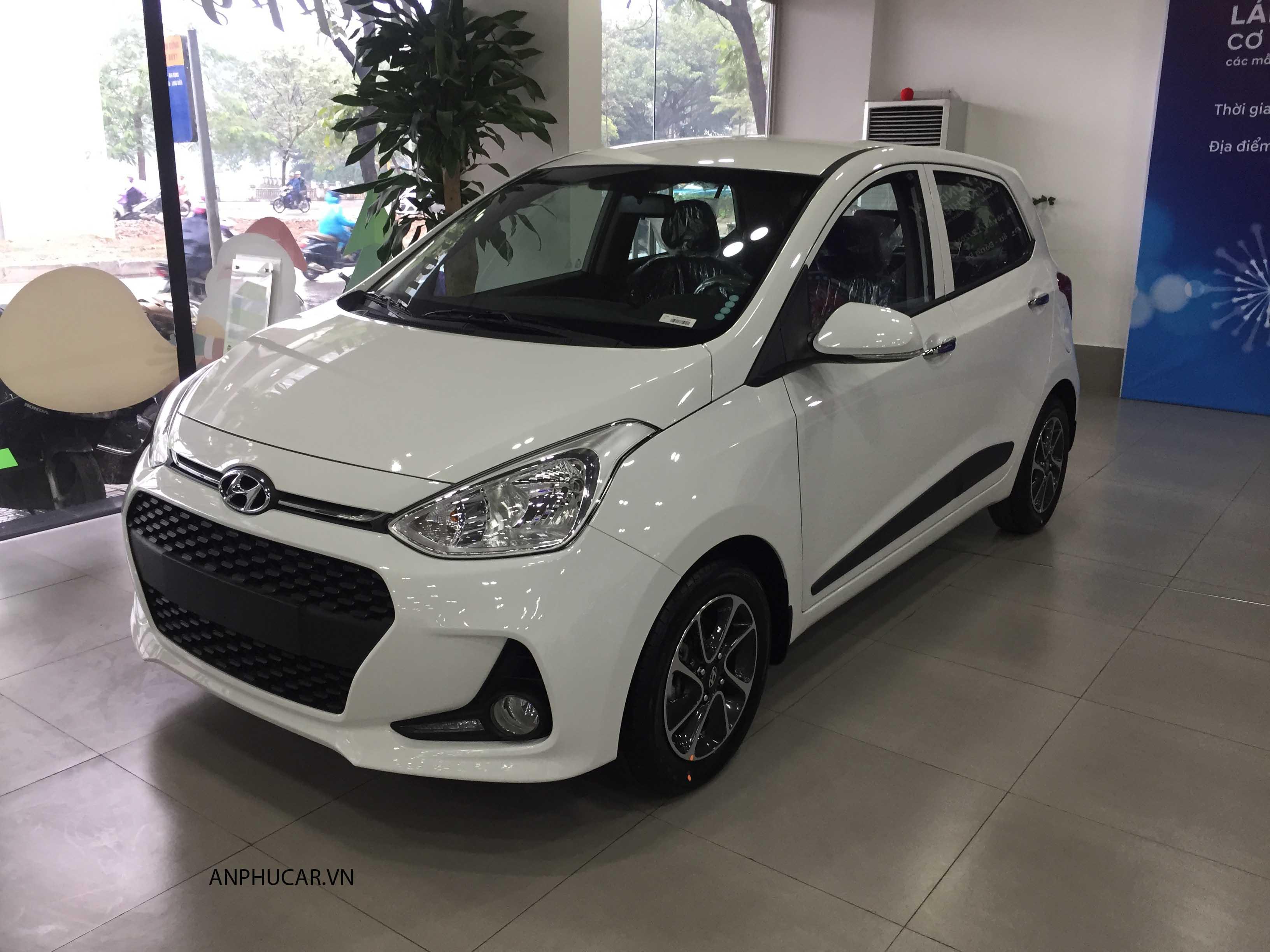 Hyundai i10 màu trắng