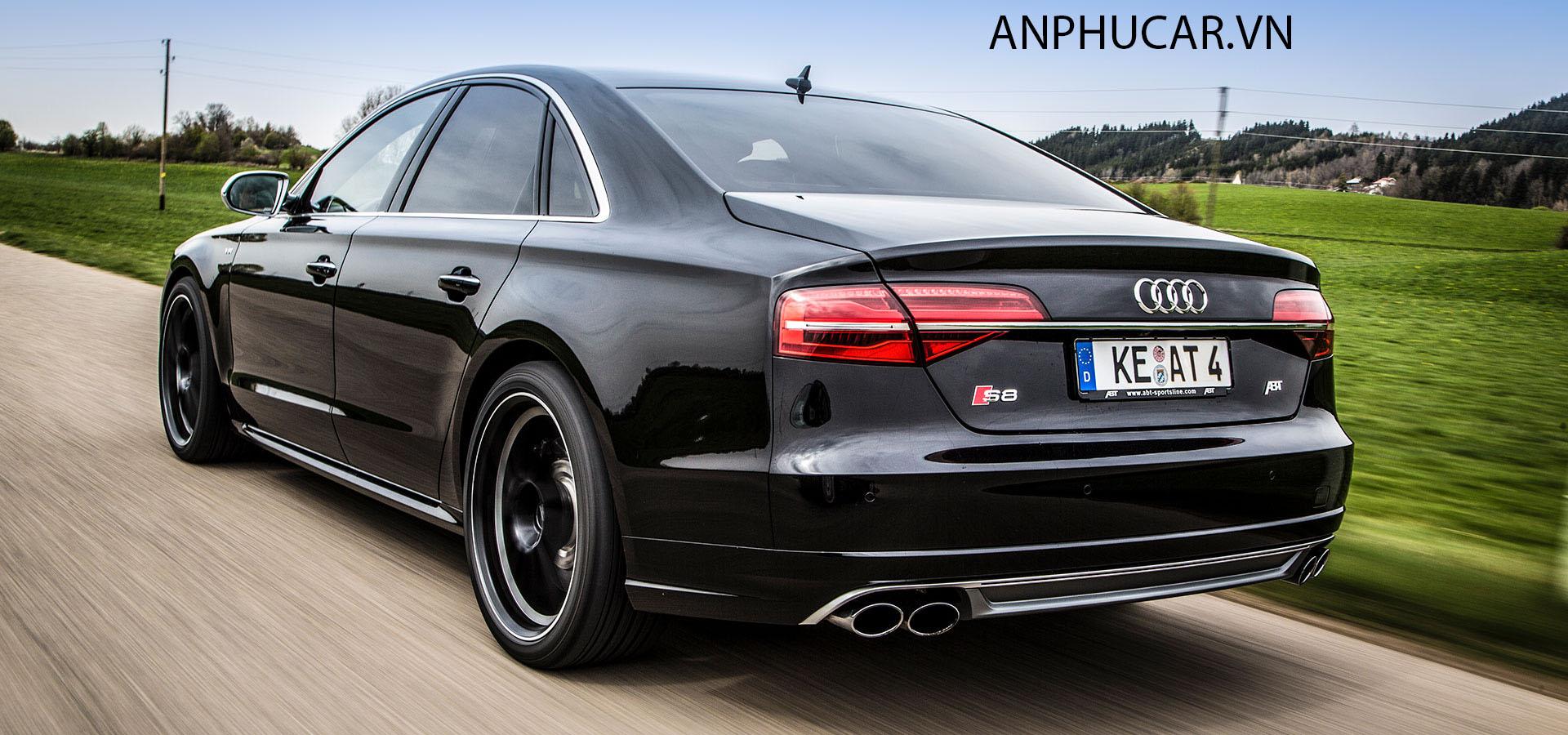 Phần đuôi xe Audi S8 2020