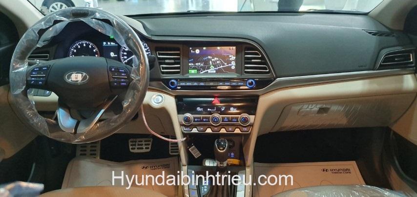 Gia Xe Hyundai Elantra 2020 Man Hinh