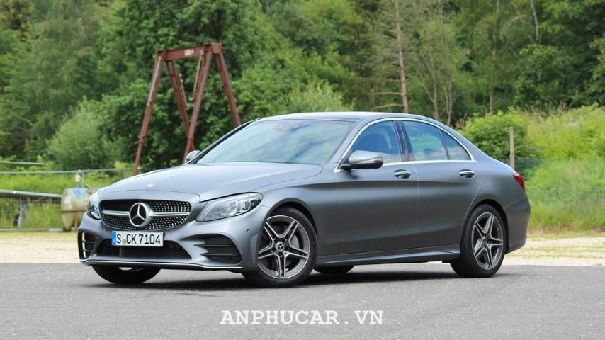 Giá xe Mercedes Benz C300 2020
