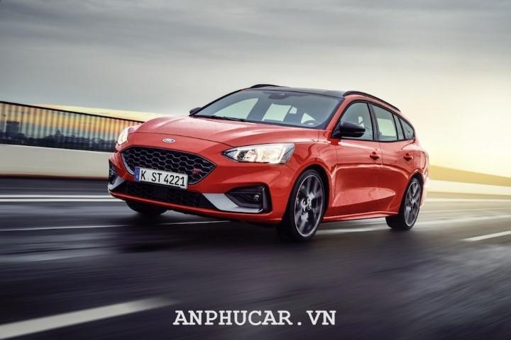 Ford Focus 2020 gia lan banh