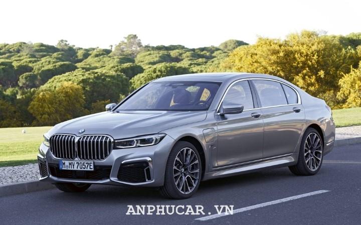 BMW M760li XDrive 2020 gia lan banh