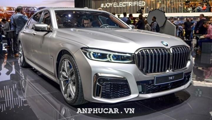 BMW M760li XDrive 2020 mua xe
