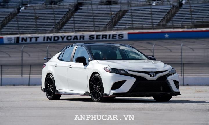 Toyota Camry 2020 gia xe bao nhieu