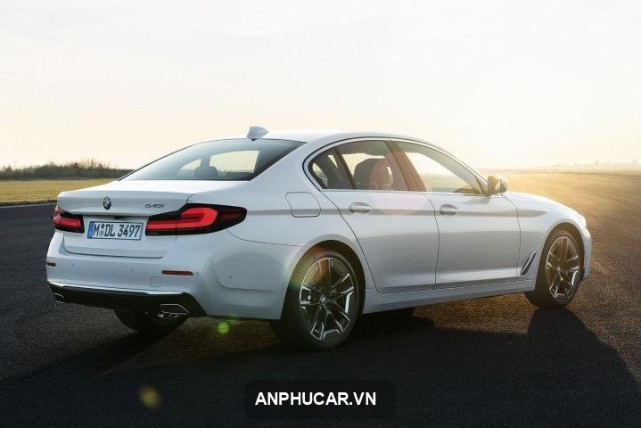 gia xe BMW 5 Series 2021
