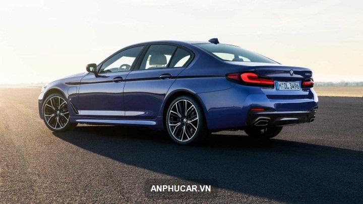 tu van xe BMW 5 Series 2021